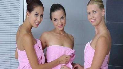 Shower Girls - Lesbian Czech Teens VR Threesome
