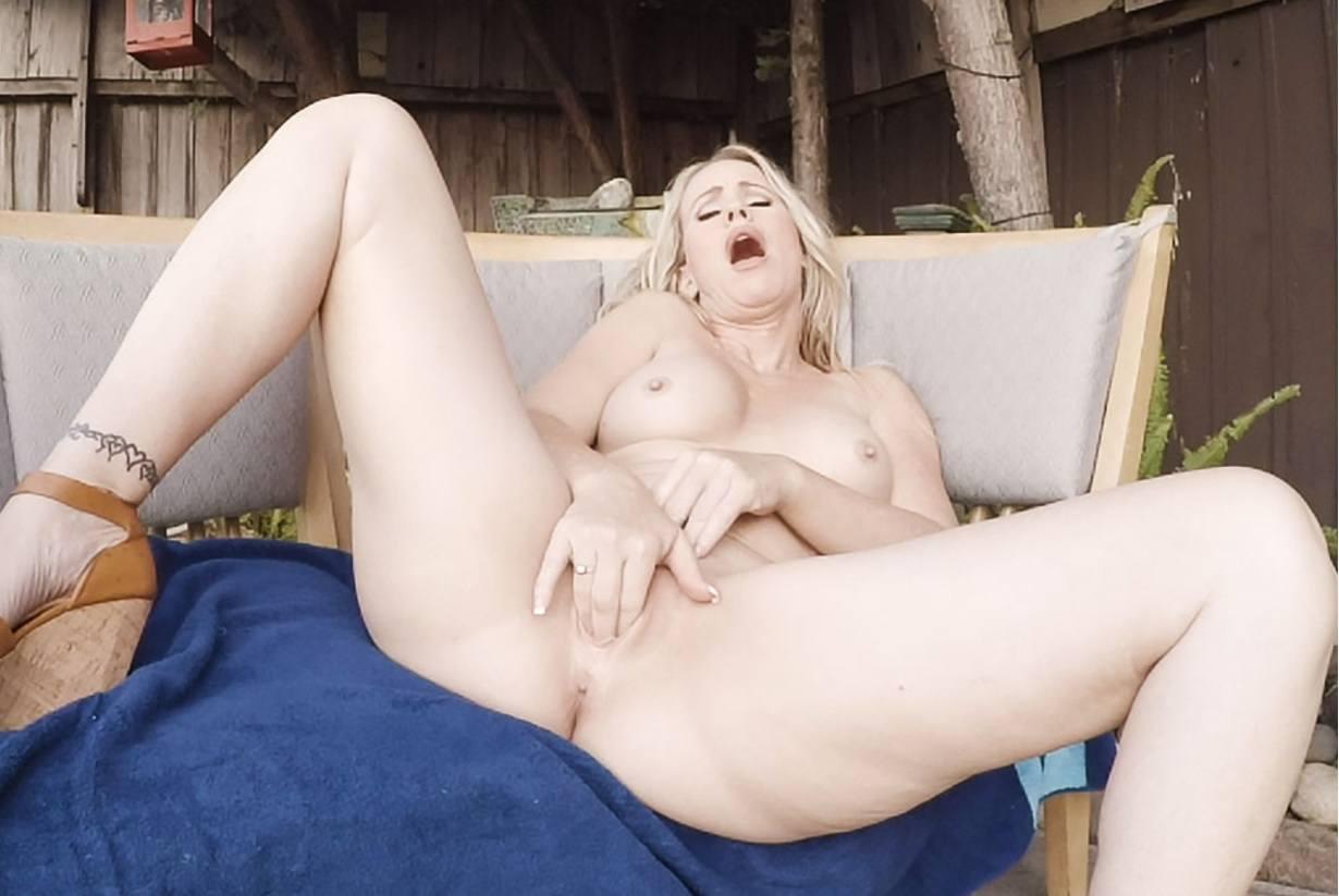 Anna bader nackt