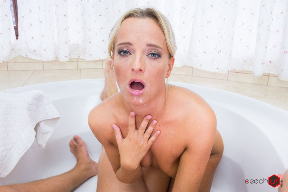 Vr bangers isabella chrystin give best blowjob in the middle of art class 5
