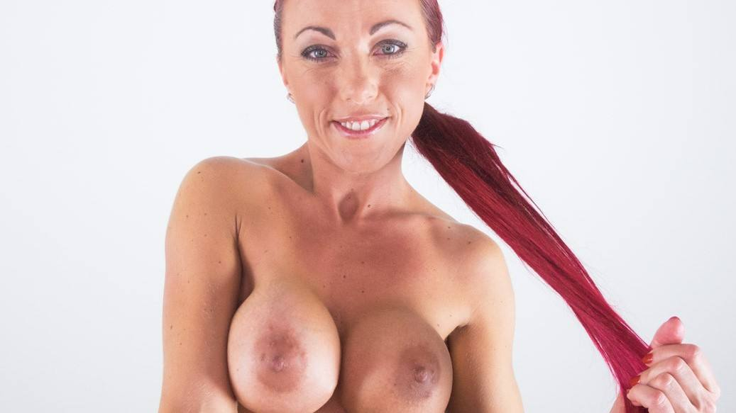 Anne Wild Facesitting - European MILF Pussy VR Fetish