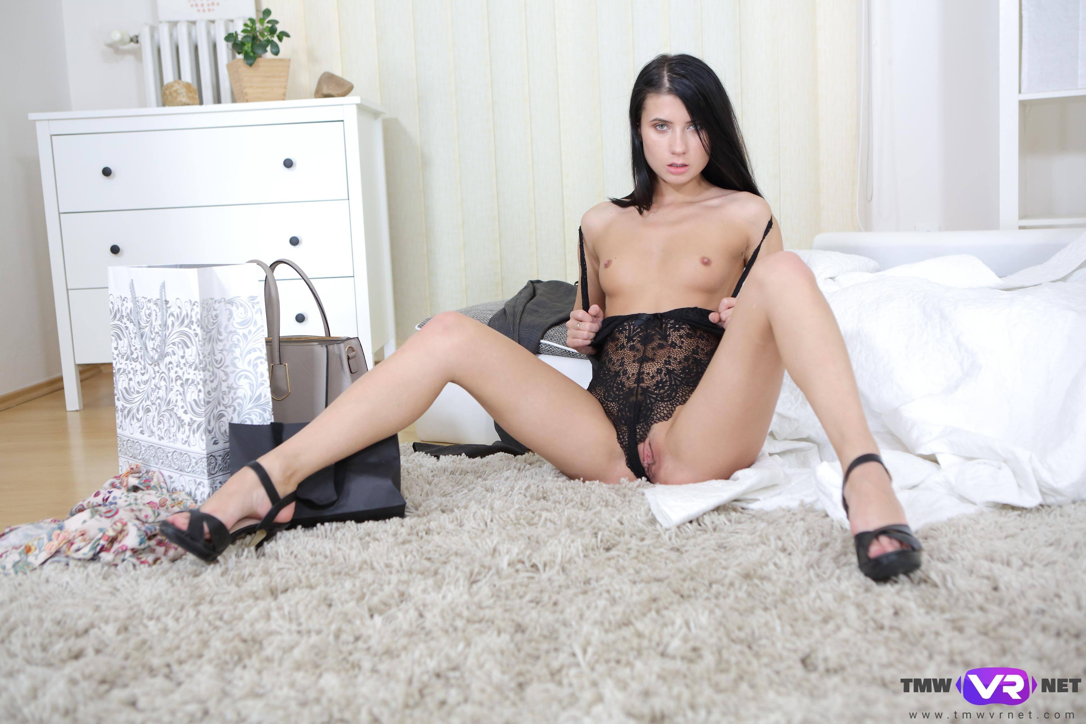 Naked asian babe geting massage sex