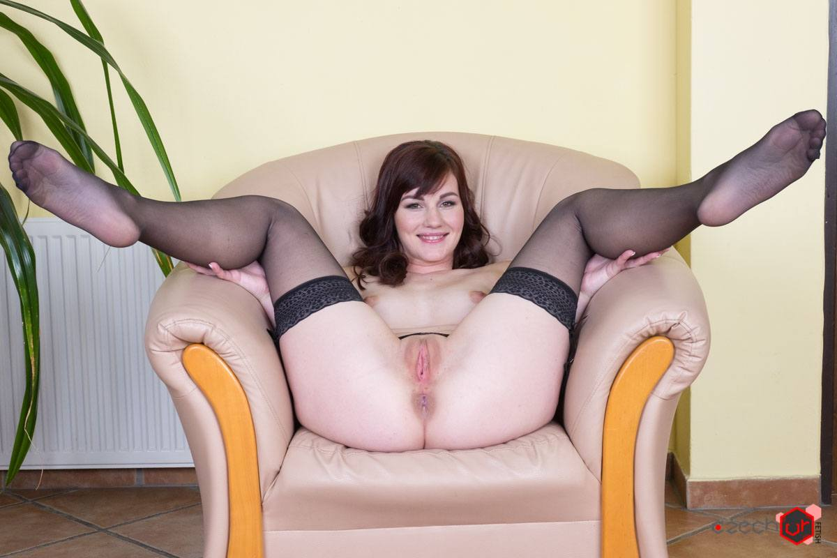 Hot elen does naughty things on the sofa 2