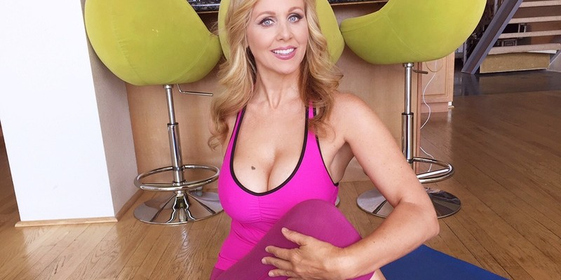 Naughty All-American Mom with Huge Tits naughtyamericavr vr porn blog virtual reality