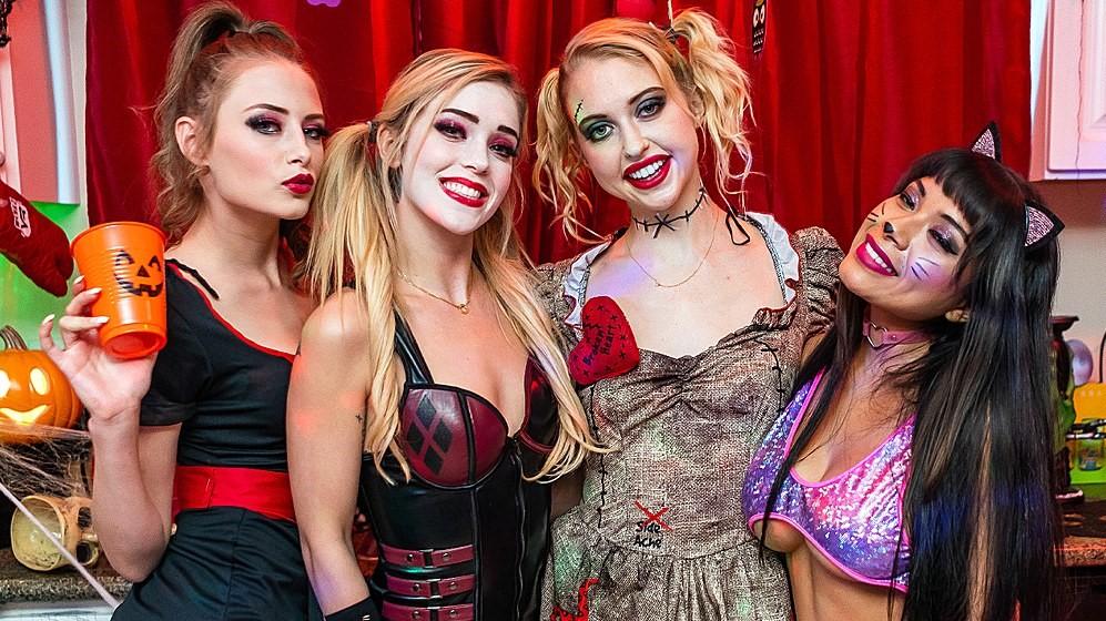 Halloween House Party: Cum-Slinger
