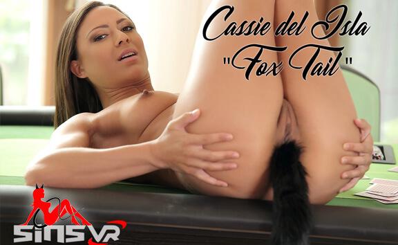 Cassie Del Isla Fox Tail