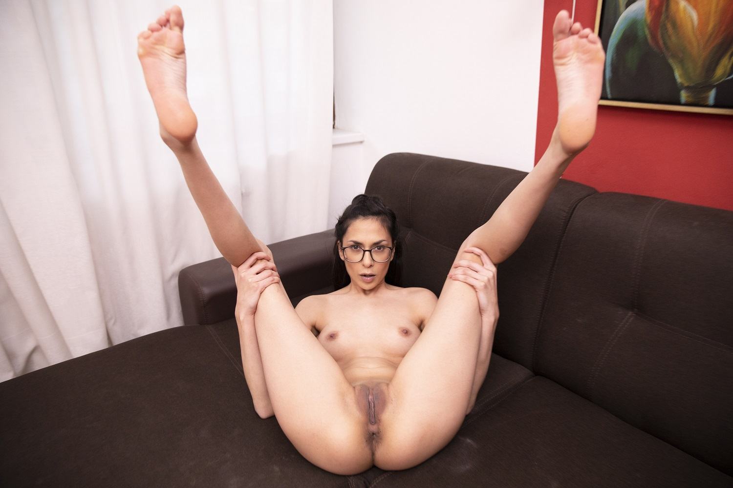 Sporty Teen With Glasses Gets Off On Her Couch