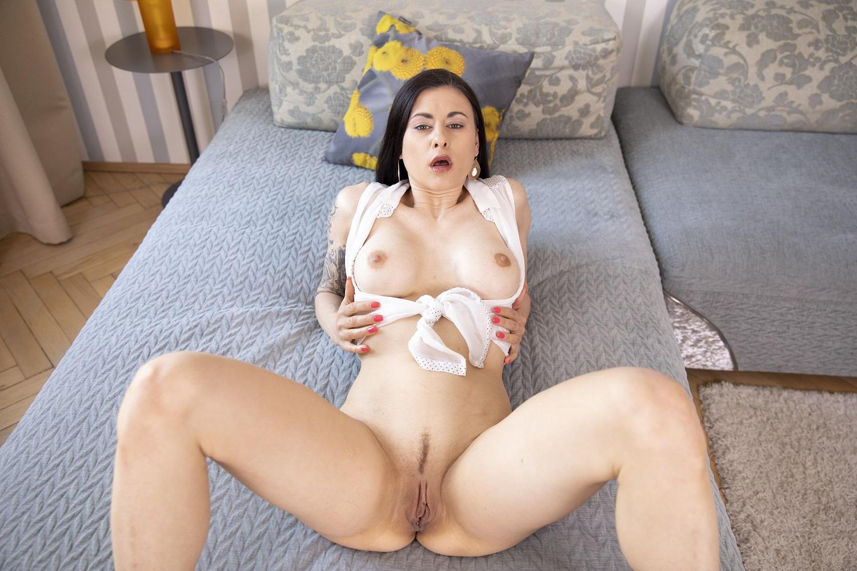 Horny Billie Virtual Girlfriend