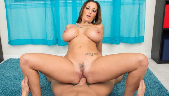 Ava-Addams-Fucking-In-The-Couch-With-Her-Brown-Eyes-Vr-Porn-NaughtyAmericaVR-vr-porn-video